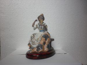 Figuras de porcelana - Fallera sentada con espejo - Mario Torres - Valencia