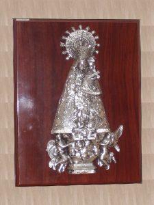 Mare de Deu dels Dessamparats (relieve sobre metopa) - Relieves en Resina - Mario Torres - Valencia