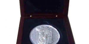 Medalla de plata con estuche