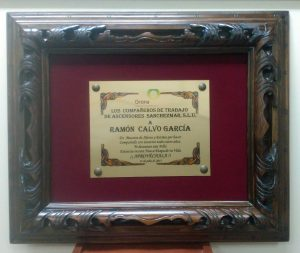 Placa grabada enmarcada en marco tallado Balear - Mario Torres Artesania - València